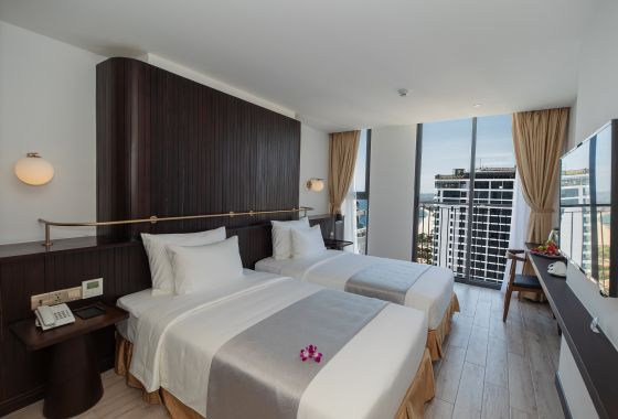 DELUXE ROOM (SEA and CITY VIEW )